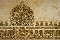 Arabesken und arabische Schriftzüge aus Stuck