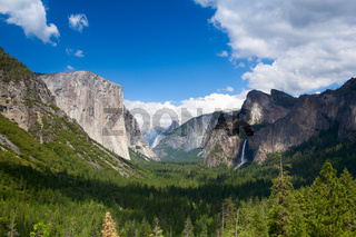 The typical view of the Yosemite Valley