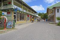 Hauptstraße am Hafen von La Passe,   Insel La Digue, Seychellen