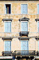 Windows with jalousie