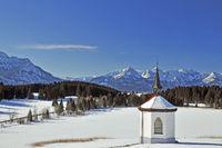 Chapel at Hergratsrieder See in winter with Allgäu Alps, at Füssen at Forggensee, Allgäu, Ostallgäu, Bavaria, Germany