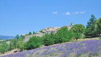 F--idyllisches Dorf in der Provence.jpg