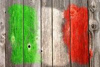italienische  farben auf alter bretterwand
