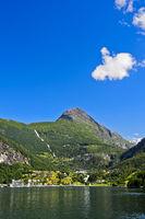 Blick auf den Ort Geiranger im UNESCO-Weltnaturerbe Geirangerfjord
