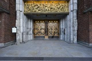 Rathaus in Oslo mit Goldrelief