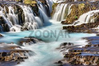Detail des Bruarfoss Wasserfalls in Island