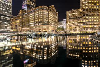 Floating bridge and buildings, West Inda Quay, Docklands, London, United Kingdom