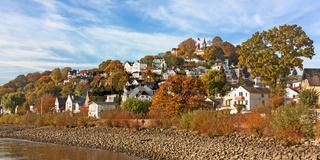 Hamburg-Blankenese mit Süllberg im Herbst