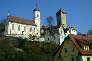 Rechtenstein an der Donau mit Burg und Kirche St.Georg