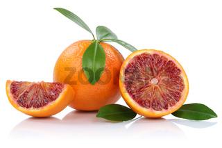 Blutorange Blutorangen Frucht mit Blätter geschnitten Freisteller freigestellt isoliert