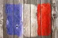 französische  farben auf alter bretterwand