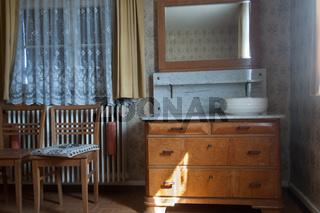 Schlafzimmerkommode aus den Fünfziger Jahren