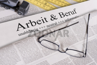 Zeitung mit Überschrift Arbeit und Beruf