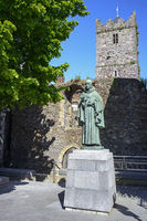 Sculpture and Church / Waterford |Skulptur und Kirche / Waterford