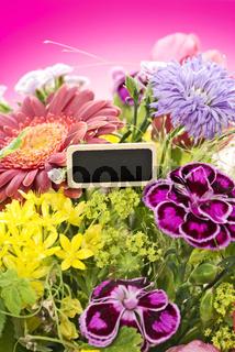 Blumenstrauss mit schild zum beschriften