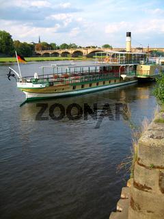 dampfschiff in dresden