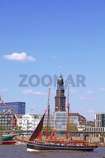 Atalanta bei der Auslaufparade vom 827. Hamburger Hafengeburtstag 2016; Impressions of the 827th Birthday of the Port of Hamburg 2016, last day, Germany
