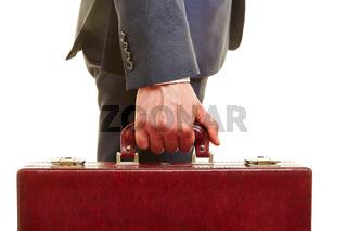 Hand von Manager mit Aktenkoffer