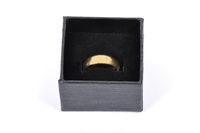 Schmuckkästchen mit goldenem Ehering - Jewel box with golden wedding ring