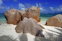 Strand und Granitfelsen am Traumstrand Source d`Argent, Insel La