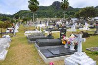 landestypische Gräber auf dem Friedhof der Hauptstadt Victoria,
