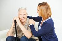 Pflege von Senior durch Tochter zu Hause