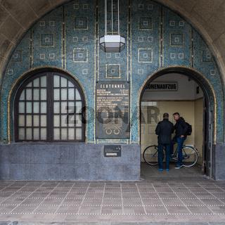 Eingang zum alten Elbtunnel, Hamburg