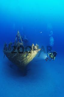 Malta P29, Schiffswrack und Taucher, shipwreck and scuba diver, Malta