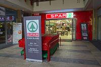 SPAR Supermarkt in einem Luxus-Einkaufszentrum auf der künstlich