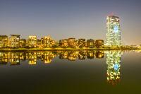 Europäische Zentralbank, EZB, in der Abenddämmerung, blaue Stunde, Hafenpark, Frankfurt am Main, Hessen, Deutschland, Europa