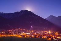 Oberstdorf bei Nacht, Vollmond geht auf, Allgäuer Alpen, Allgäu, Bayern, Deutschland, Europa