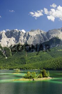 Eibsee bei Garmisch vor dem Wettersteingebirge mit Zugspitze