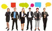 Geschäftsleute reden mit Sprechblase