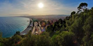 Sonnenuntergang über der 'Baie des Anges' in Nizza