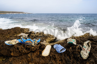 Schuhe Strandgut an der Küste