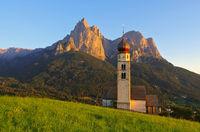 St. Valentin mit Schlern - church St. Valentin and mountain Schlern