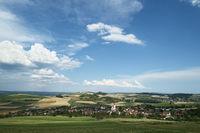 Blick in den Hegau mit der Gemeinde Weiterdingen