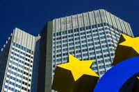 Euro-Zeichen, Eurotower, Willy-Brandt-Platz, Bankenviertel, Frankfurt am Main, Hessen, Deuschland, Europa
