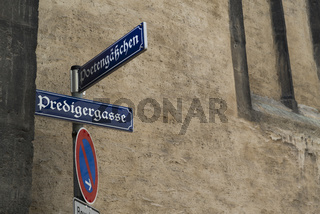 Strassenschilder in der Altstadt von Regensburg