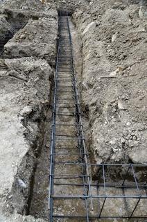 Für das Betonieren vorbereitete Fundamentkünette