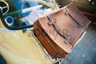 Koffer auf Auto