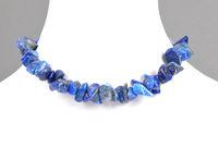 Lapislazuli Splitterkette auf Schmuckbueste - Splintered lapis lazuli chain on bust