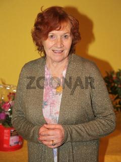 Renate Schur, Ehefrau von Radsportlegende Gustav-Adolf-TÄVE-Schur, bei einer Festveranstaltung zu Ehren seines 85. Geburtstages in Biederitz