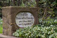 Henriette Davidis Grave