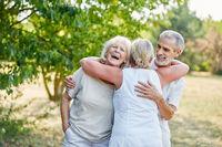 Senioren als Freunde haben Spaß
