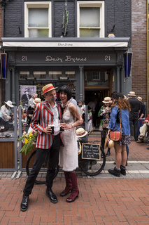 A couple in 1920s fashion outside Davy Byrnes pub on Duke Street celebrating Bloomsday