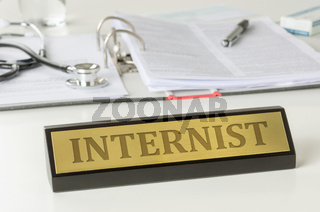 Name plate on a desk with the engraving Internist