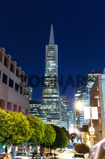 remarkable bulidings in San Francisco at night