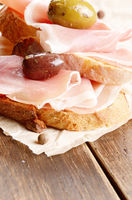 Open sandwiches with jamon and olives