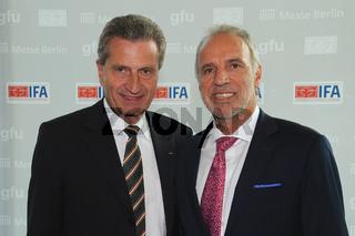 EU Kommissar Günter Öttinger und Vorsitzender der gfu Hans-Joachim Kamp